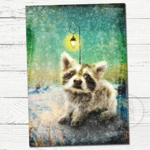 deze wenskaart toont een schattig fantasie diertje in een sneeuw landschap