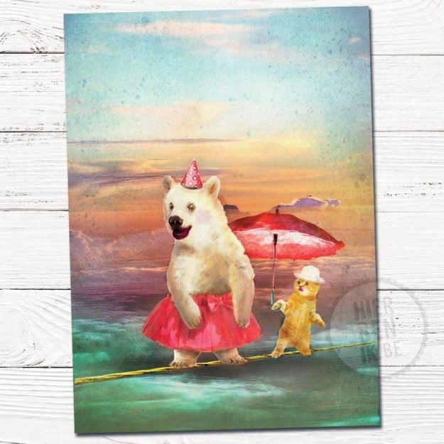 Wenskaart illustratie beer en kat   koorddansen   paraplu   tekening