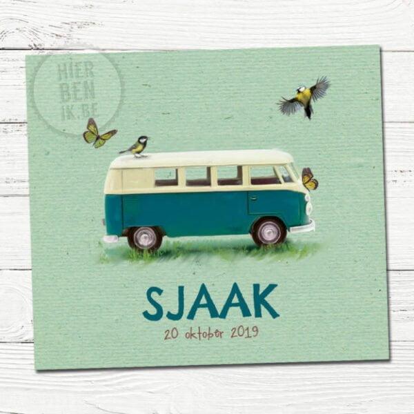 Het geboortekaartje van Sjaak is een design voorzien met een leuk VW busje en vogeltjes