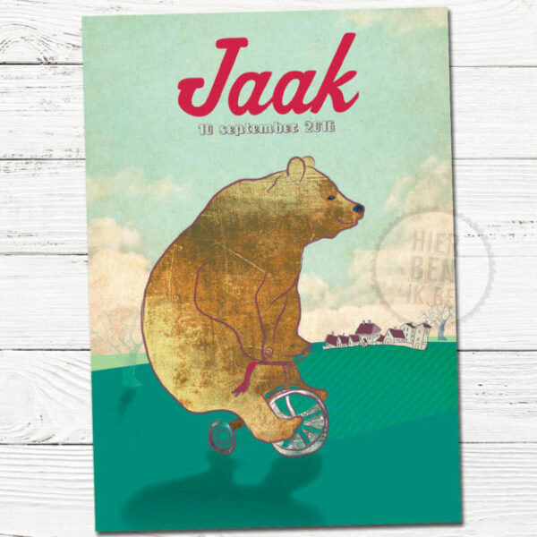 vrolijk geboortekaartje met beer op fiets getekend